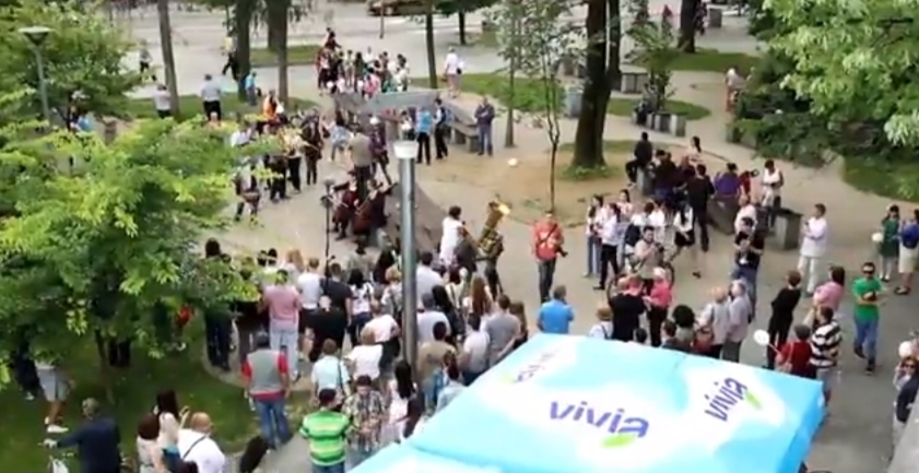 VIVIA Voda radosti flash mob