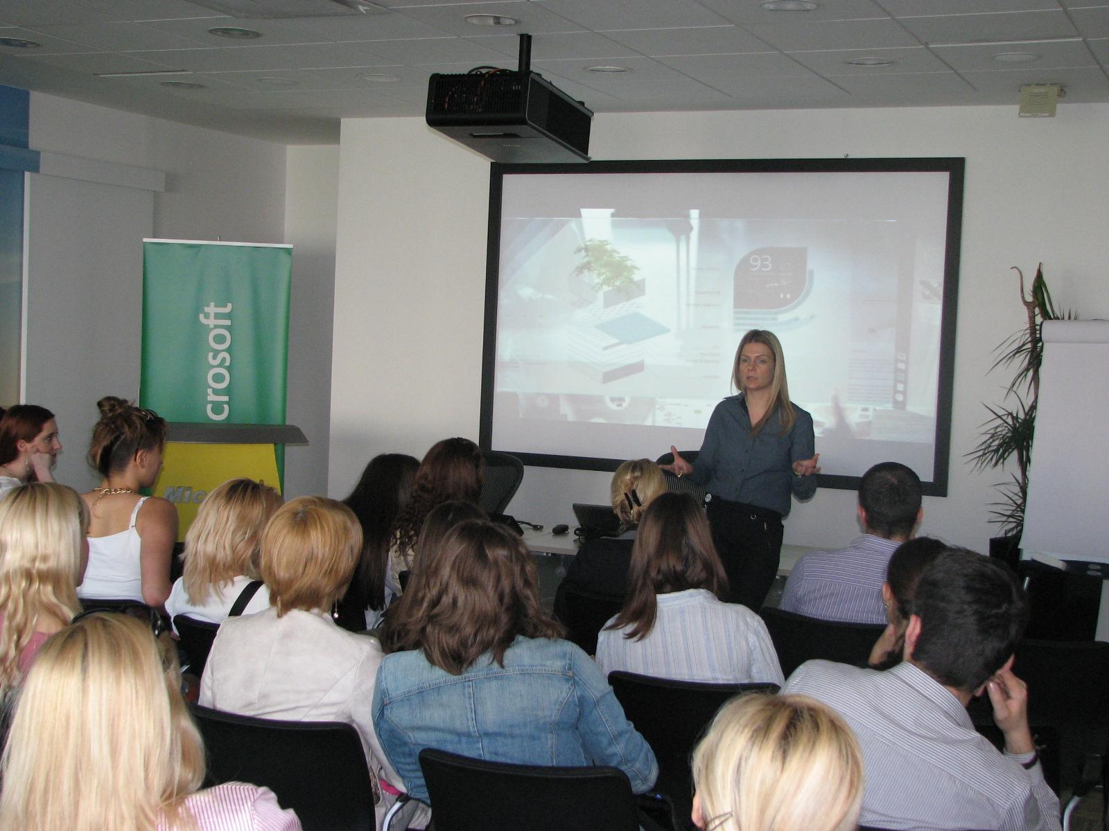 Jelena Vucevic Microsoft tokom obracanja ucenicama
