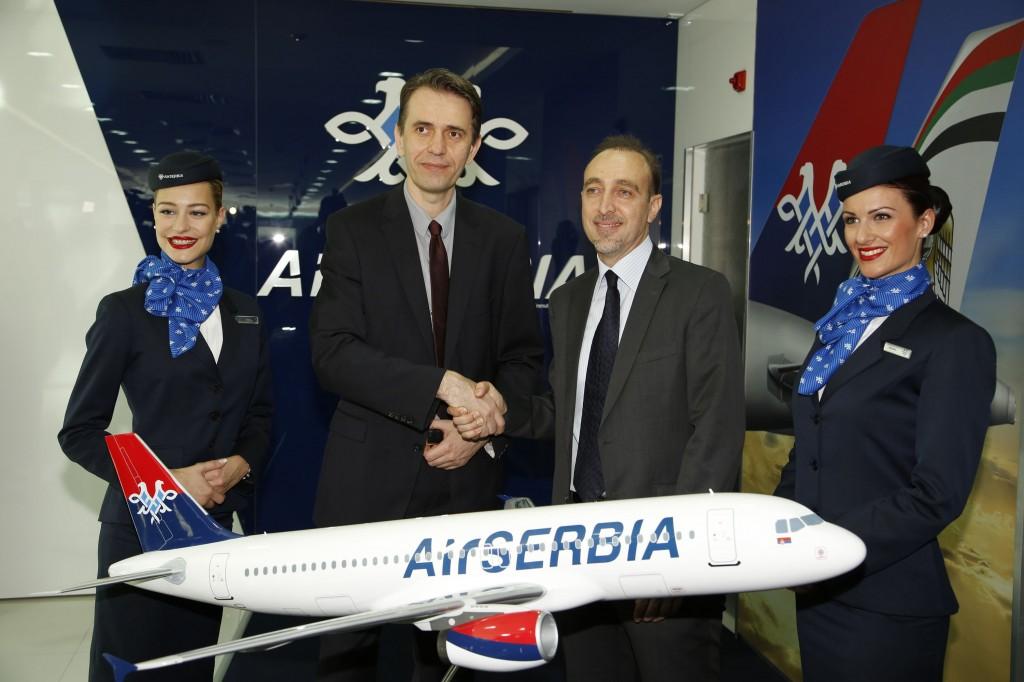 Na otvaranju poslovnice predstavljene su i nove uniforme kompanije Air Serbia